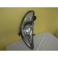HYUNDAI ACCENT RB - 5DR HATCH 7/11>CURRENT - LEFT SIDE HEAD LIGHT - MOTOR 8 PIN PLUG)