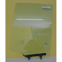 NISSAN NAVARA D40 - 12/2005 to 3/2015 - DUAL CAB - SPANISH BUILT - LEFT SIDE REAR DOOR GLASS (585mm)