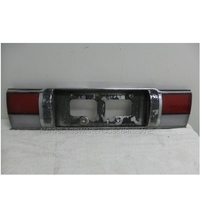 TOYOTA COROLLA AE92/AE94 - 6/1989 to 8/1994 - 5DR HATCH - TAIL LIGHT GARNISH REAR - 76811-YA040