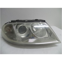 VOLKSWAGEN PASSAT 3BZ - 2001 TO 2006 - 4DR WAGON - RIGHT SIDE HEADLIGHT - HELLA