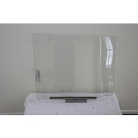 TOYOTA DYNA BU30/DAIHATSU DELTA STANDARD CAB - 8/1977 TO 1/1984 - CAB-CHASSIS - RIGHT SIDE REAR DOOR GLASS - CLEAR