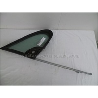 PEUGEOT 307 - 12/2001 TO 2008 - HATCH/WAGON - DRIVERS - RIGHT SIDE FRONT QUARTER GLASS - ENCAPSULATED - MIRROR 6 HOLE