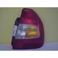 HYUNDAI ACCENT LC - 4DR SEDAN 5/00>4/06 - RIGHT SIDE TAIL LIGHT - DOT 92402-250 (cracks on front of light)